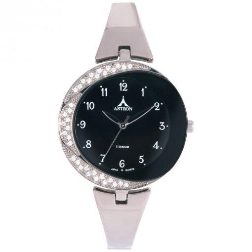 ASTRON 5582-1 női karóra, ezüst színű titánium tok, ezüst színű titánium csat, fekete számlap, keményített ásványüveg, quartz szerkezet, 50 m (5 ATM) vízállóság